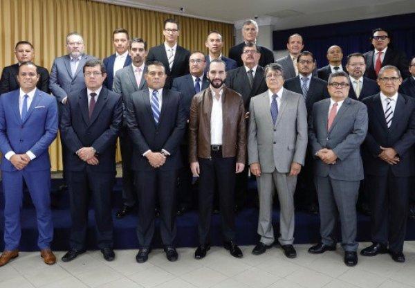 JuramentaciondeFuncionarios7cu_e520x360
