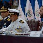 PresidenterecibeBastondeMandodelaFuerzaArmada2