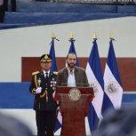 PresidenterecibeBastondeMandodelaFuerzaArmada17